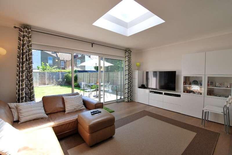 2 Bedrooms Flat for sale in Coldershaw Road, Ealing, London, W13 9DU