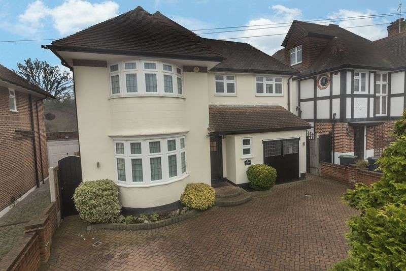 4 Bedrooms Detached House for sale in Hilltop Close, Loughton