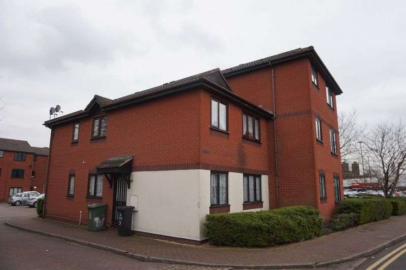 2 Bedrooms Flat for sale in Rockingham Close, Walsall