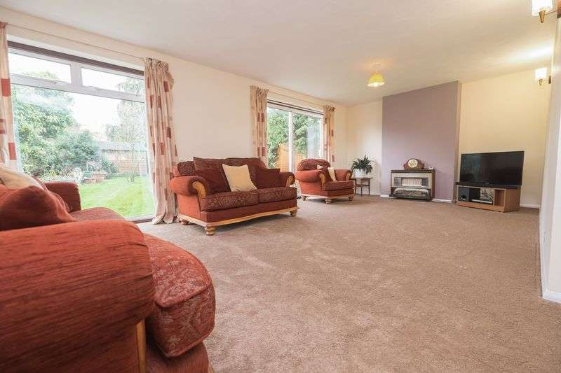 4 Bedrooms Detached House for sale in Bedford Road, Wootton.