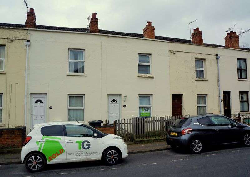 2 Bedrooms Terraced House for sale in High Street, Gloucester