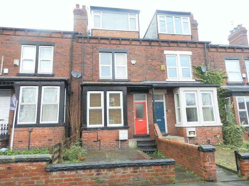 4 Bedrooms Terraced House for sale in Stanmore Place, Leeds