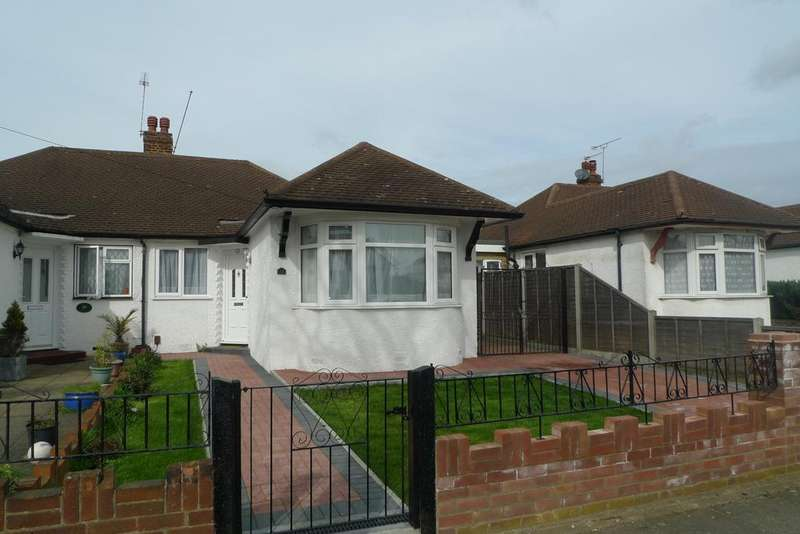 4 Bedrooms Semi Detached House for sale in Glasbrook Avenue, Whitton TW2