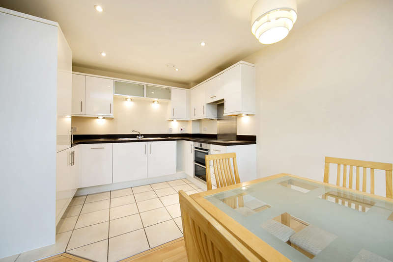 2 Bedrooms Apartment Flat for sale in Lanadron Close Isleworth