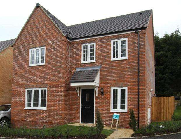 4 Bedrooms Detached House for sale in The Mallards, Strumpshaw Road, Brundall, Norwich