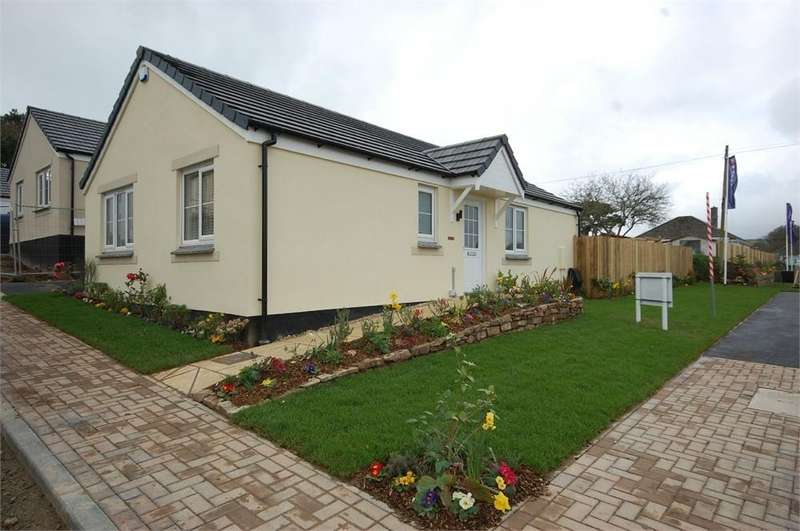 2 Bedrooms Detached Bungalow for sale in Hill Top Crescent, The Mount, Par