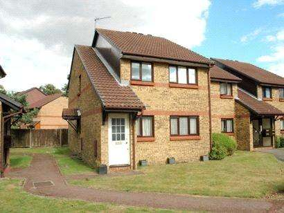 2 Bedrooms Apartment Flat for sale in Haydon Close, Enfield, EN1