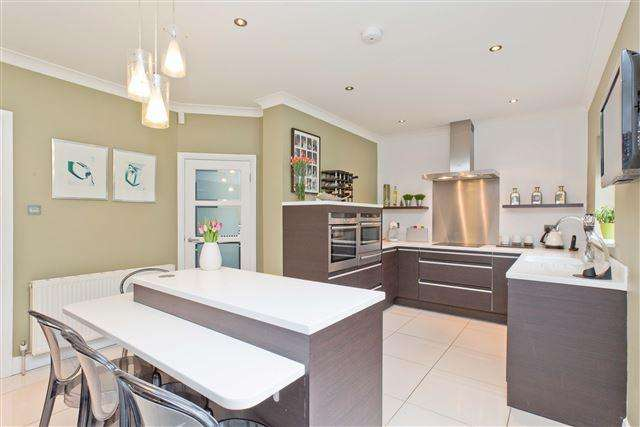 4 Bedrooms Detached House for sale in Woodruff Avenue, Hove