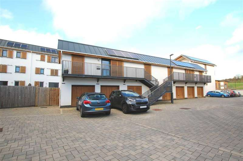 2 Bedrooms Semi Detached House for sale in Malpass Drive, Hanham, Bristol
