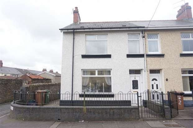 3 Bedrooms End Of Terrace House for sale in Commercial Street, Glyngaer, HENGOED, Caerphilly