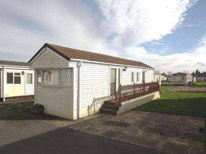 2 Bedrooms Mobile Home for sale in Third Avenue, Shaws Trailer Park, Knaresborough Road, Harrogate