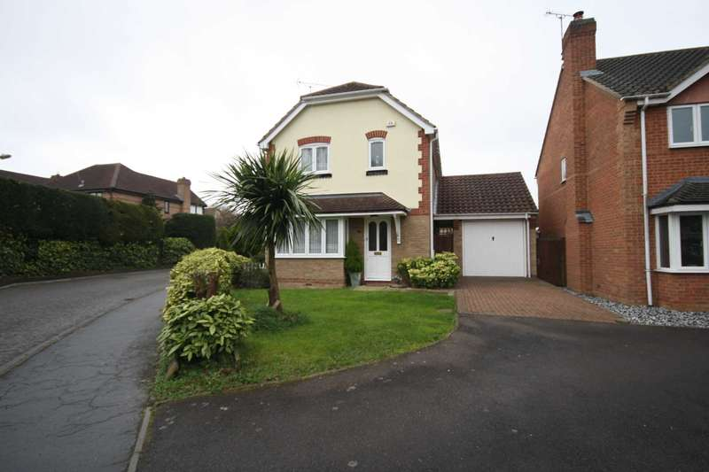 3 Bedrooms Detached House for sale in Sweet Briar Drive, Steeple View