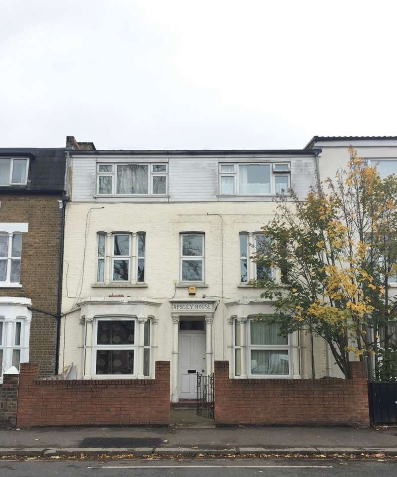 1 Bedroom Flat for sale in Apsley House, Hanworth Road, Hounslow, Middlesex, TW3 3TY