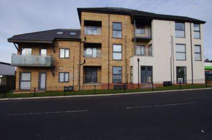 3 Bedrooms Flat for sale in Bay View, Pentywyn Road, Conwy, LL31