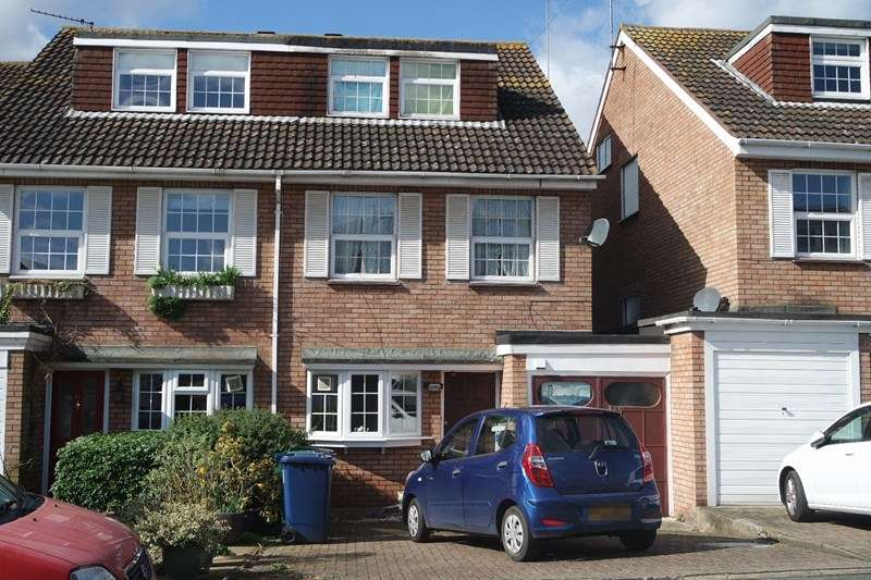 4 Bedrooms Semi Detached House for sale in Bishops Close, Barnet