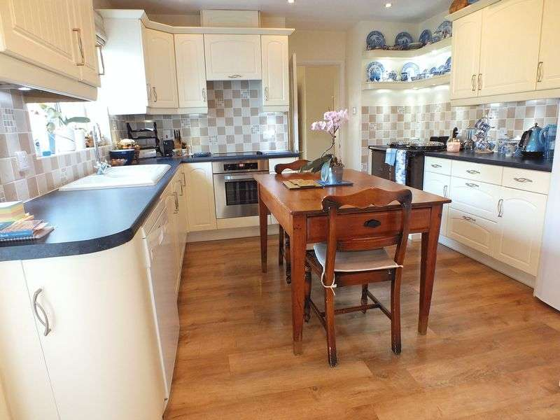 4 Bedrooms Detached House for sale in Pond Hill, Witney