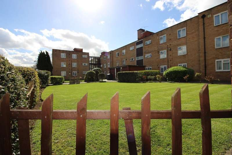 3 Bedrooms Flat for sale in Empire House, Edmonton, London, UK, N18 1EA