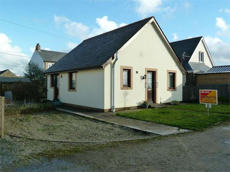 2 Bedrooms Detached Bungalow for sale in Crug Yr Efydd, Crymych, Pembrokeshire