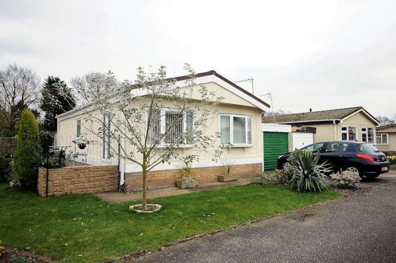 2 Bedrooms Park Home Mobile Home for sale in Broxburn Park, South Hykeham