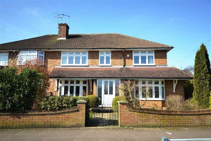 5 Bedrooms Semi Detached House for sale in Featherstone Gardens, Borehamwood