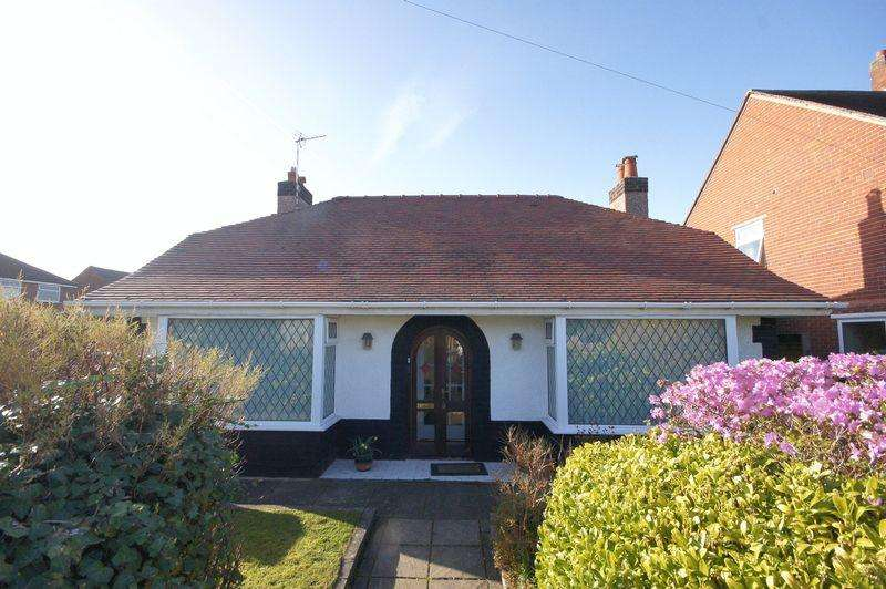 2 Bedrooms Detached Bungalow for sale in Shrewsbury Road, Heswall