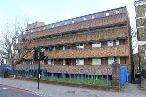 2 Bedrooms Maisonette Flat for sale in Romney Close, London, SE14 5JH