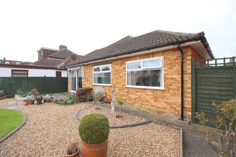 2 Bedrooms Detached Bungalow for sale in Woodbine Road, Sidcup, DA15 8JJ