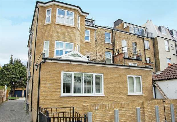 2 Bedrooms Flat for sale in Uxbridge Road, Hampton Hill