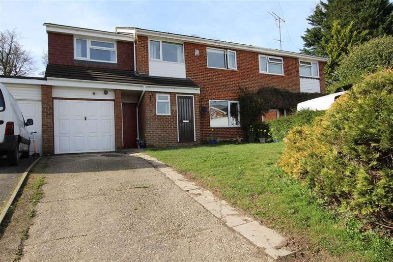 4 Bedrooms Semi Detached House for sale in Farm Close, Purley On Thames, Reading, RG8