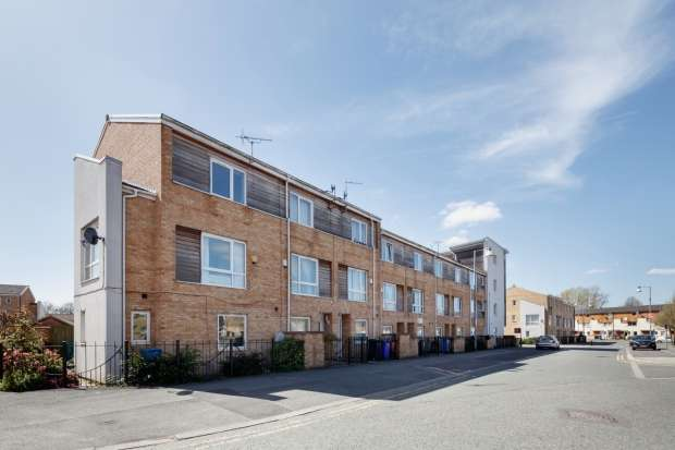 4 Bedrooms Terraced House for sale in Aspull Walk M13 9er Manchester