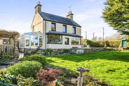 3 Bedrooms Detached House for sale in Marianglas, Benllech, Anglesey, North Wales, LL73