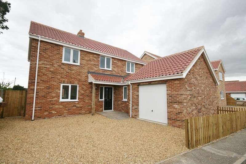 4 Bedrooms Property for sale in Kenan Drive, Attleborough