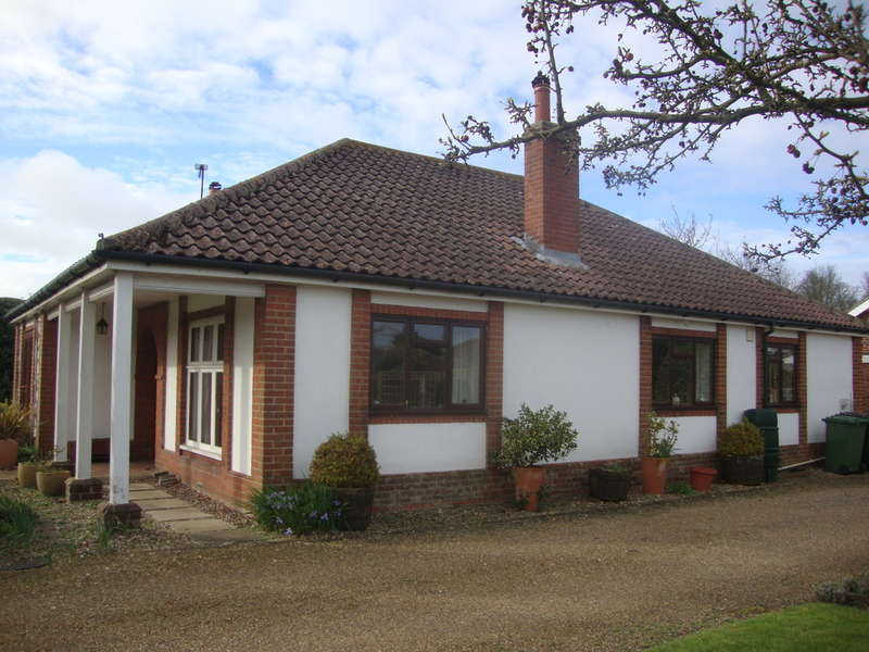 3 Bedrooms Detached Bungalow for sale in Cley Road, Holt