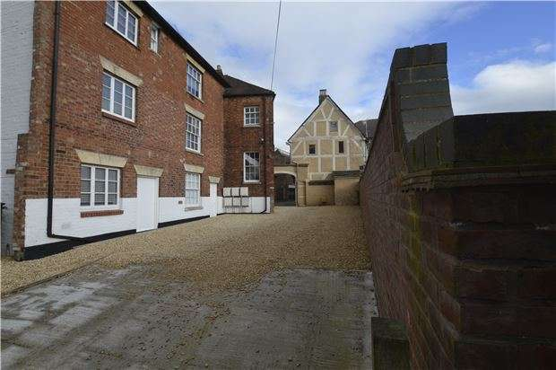1 Bedroom Flat for sale in Tolsey Lane, Tewkesbury, Gloucestershire, GL20 5AE
