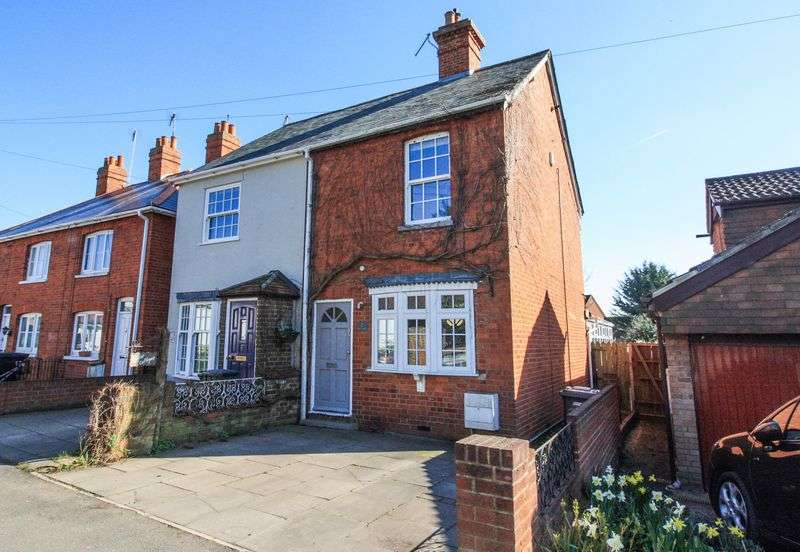 2 Bedrooms Semi Detached House for sale in Bakers Lane, Maidenhead
