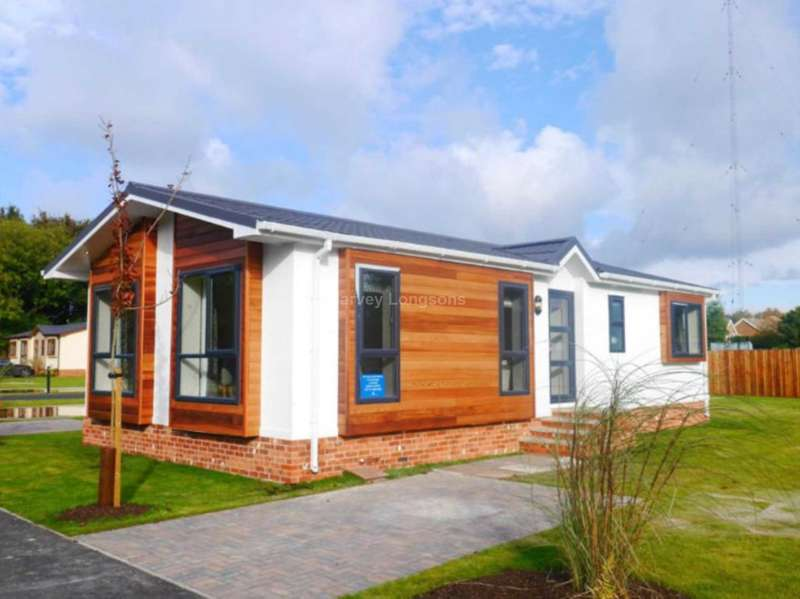 2 Bedrooms Park Home Mobile Home for sale in St Oswald`s Road, Fulford, York