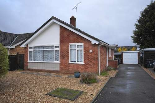 2 Bedrooms Bungalow for sale in Maloren Way, West Moors