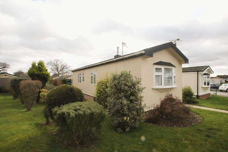 2 Bedrooms Detached Bungalow for sale in Shipbourne Road, Tonbridge