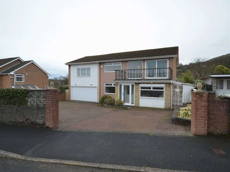 4 Bedrooms Detached House for sale in Orchard Close, Gilwern, Abergavenny