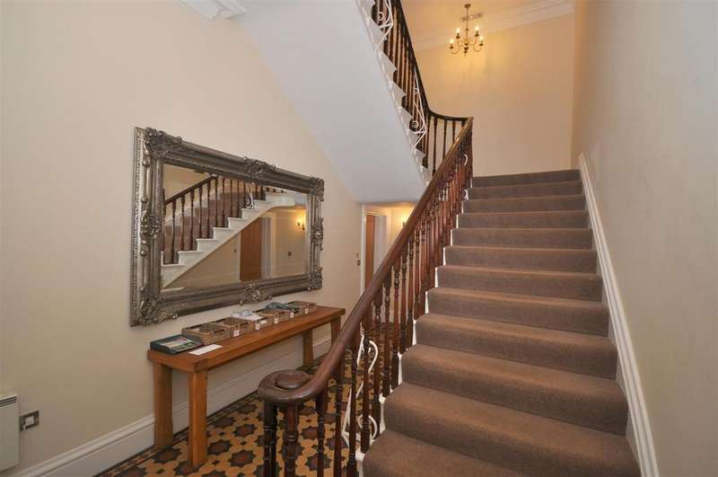 2 Bedrooms House for sale in Front Street, Sowerby, Thirsk