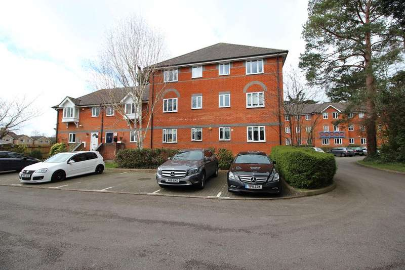 2 Bedrooms Ground Flat for sale in St. Cross Court, Hoddesdon, Hertfordshire EN11