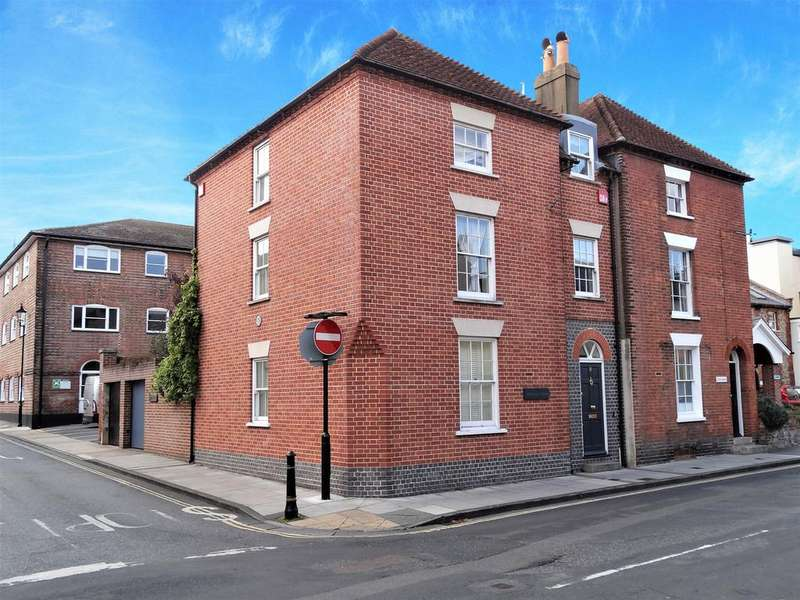 3 Bedrooms Town House for sale in St John's Street, Chichester PO19