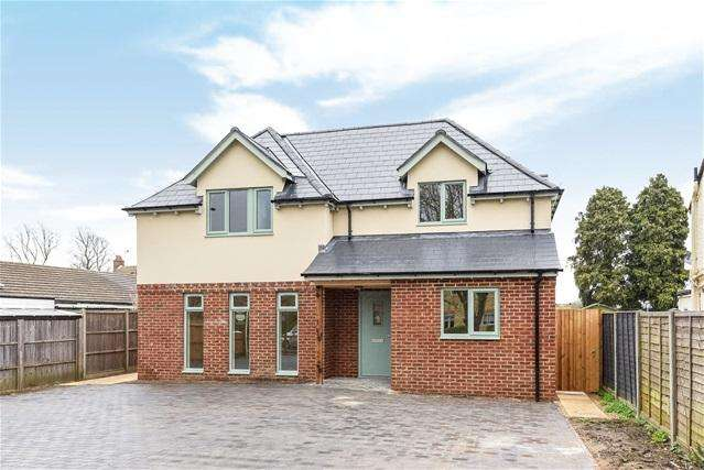 4 Bedrooms Detached House for sale in Village Road, Bromham