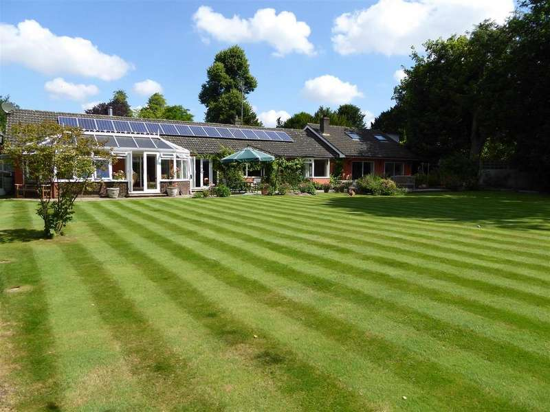 5 Bedrooms Detached House for sale in Church Lane, Goodworth Clatford