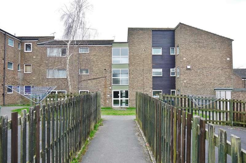 2 Bedrooms Apartment Flat for sale in Parsonage Farm Close, Cricklade
