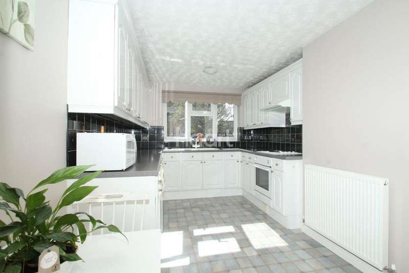 4 Bedrooms Detached House for sale in Allwood Avenue, NR19