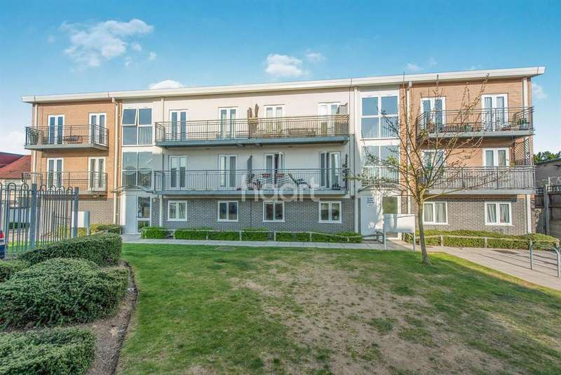 2 Bedrooms Flat for sale in Hayes End