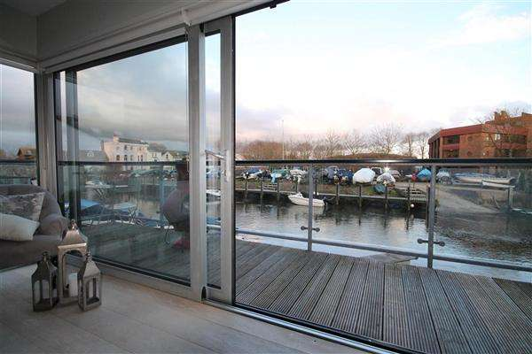 3 Bedrooms Town House for sale in Avon Wharf, Bridge Street, Christchurch