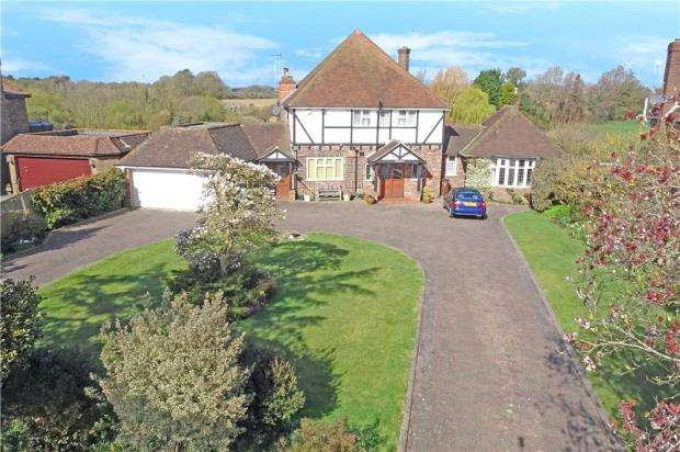4 Bedrooms Detached House for sale in Ham Manor Way, Ham Manor, Angmering, West Sussex, BN16