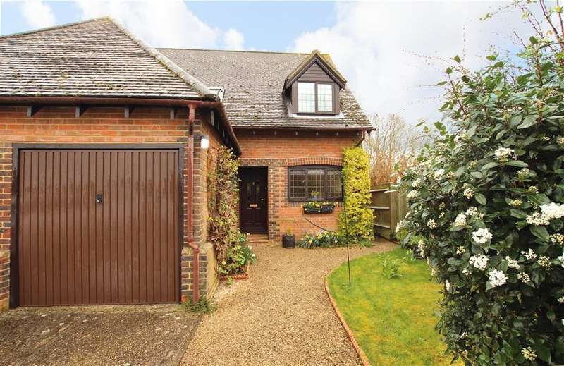 3 Bedrooms Semi Detached House for sale in Stretton Close, Southend Bradfield, Reading, RG7